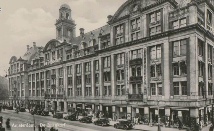 Taxi standplaats voor de Bijenkorf 1925